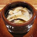 東山 吉寿 - 6品目:松茸 鱧 賀茂茄子の土瓶蒸し