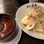 タンメン笑盛 - 激辛味噌魚介五目つけ麺(キャベツが美味しい)