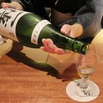 東山 吉寿 - 着物がお似合いの女将さん 一博 純米うすにごり生酒