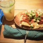 メキシカン 食堂TacoTaco - りんごジュースとタコスチップ