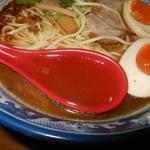 めん処 樹 - 醤油ラーメン スープ