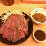 the肉丼の店 - 「黒毛和牛A5サーロインステーキ丼(大)」2,500円+「南国風牛すじカレールウのみ(ハーフサイズ)」250円