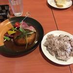 ヒトエ ナトゥーラ - 鴨肉のハンバーグ  自然派ワインのデミグラスソース