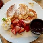 92098881 - フレッシュ苺のチョコフォンデュパンケーキ