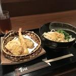 創味 - 料理写真:今回いただいた、天ぷらうどんです(2018.9.4)