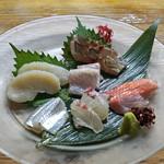 鬼の厨 しんすけ - お造り盛合せ  真名鰹、金目鯛、真鯛、サヨリ、タイラギ、伊佐木