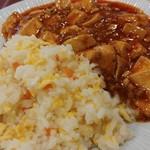 上海厨房 家楽 - 炒飯と麻婆豆腐