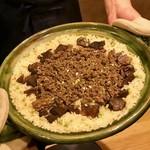 92108729 - 徳山さん自らさばく熊さんのお肉2種類を甘辛く煮付けて山椒の実と炊き上げた「熊ご飯」♪