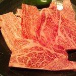 肉工房 初栄 - カルビ(900円)