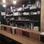 餃子と唐揚げの美味しいお店 肉玉屋 - 夜の店内内観です♪