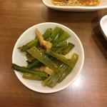 直久 - ちょい呑みセット890円、青菜と油揚げの煮びたし