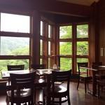 山のレストラン - 店内の雰囲気