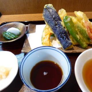 味ごよみ - 料理写真:天ぷら付きのお蕎麦をお願いしました 850円