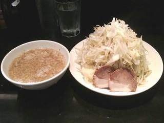 らーめん大 五反田店 - 2011/08/XX つけ麺、野菜増しニンニク