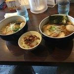 麺処びぎ屋 - ラーメン1000円と日替り丼200円です。
