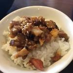 麺処びぎ屋 - 日替り丼200円です。お腹の足しになります。