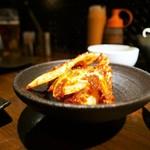 炭火焼ホルモン ぐう - ぐう名物浅漬けキムチ