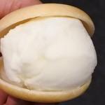 鳴門鯛焼本舗 - アイスモナカ