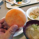 アルファーワン - 朝食(鱒寿司のおにぎり)