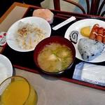 アルファーワン - 朝食(連れが取った料理)