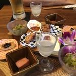 春吉酒亭 一歩 - おばんざい盛り合せ・・少量ずつ数種類のお料理が盛り合わせてあります