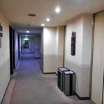アルファーワン - 7階の廊下