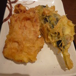 丸亀製麺 - 左:鶏天、右:いわし天('11.8)
