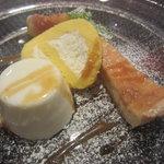 シャルボン - 2011.8.26ココナッツのブランマンジェ、チーズ風味のロールケーキ、洋梨のタルト
