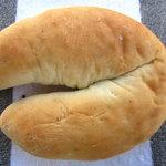 9216247 - ひづめパン(チョコ入りの蹄型コッペパン)