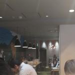 俺のBakery&Cafe - 店内の雰囲気