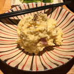 和食・酒 えん - 炙りベーコンのポテトサラダ600円。