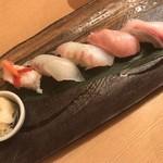 地魚料理 まるさん屋 - トロ入り寿司にぎり