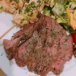 プラスアルファキッチン - カンガルーヒレ肉の香り焼き アップ