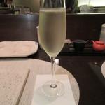 焼鳥 瀬尾 - スパークリングワイン(グラス) 1600円