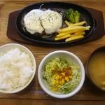 92174818 - 「カチョカバロハンバーグセット」990円。