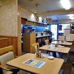 お食事処 喜八 - テーブル席 & カウンター席