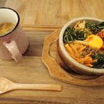 Go-En 京都三条新町 - 薬膳ビビンパ 石の器でじゅうじゅう言いながらやってくるミャ