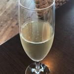 レストラン 凪 - 朝からスパークリングワイン
