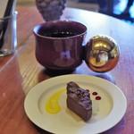 タイムレス チョコレート - 料理写真:チョコレートとホットコーヒー