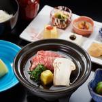 つつじの茶屋 - 松茸すき焼き御膳(イメージ)