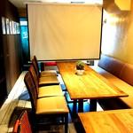 麻布FLAT 貸切レストラン - 大型プロジェクタースクリーンあります。