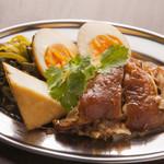 タイ東北モーラム酒店 - 豚スネの煮もの