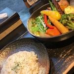 92194809 - チキンと一日分の野菜20品目1480円、ライスSにて-30円