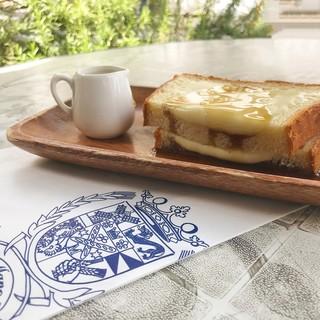 ブーランジェリー&カフェ マンマーノ - 料理写真:カマンベールチーズトースト