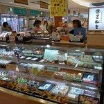 三松堂 トピコ店 - 店内の雰囲気です。トピコの中にありますよ。