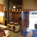 ばん茶茶屋 - 店内左の座席から撮影