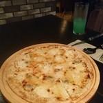 FIRENZE - チーズのピザは絶品( ☆∀☆)