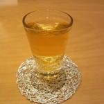 箔座日本橋 - サービスの冷たい加賀棒茶