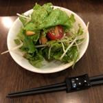 京鼎樓 - 取り分け後のサラダ