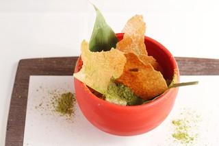 京都 喜Shin - 宇治抹茶のできたてアイスクリームとわらびもちのパフェ